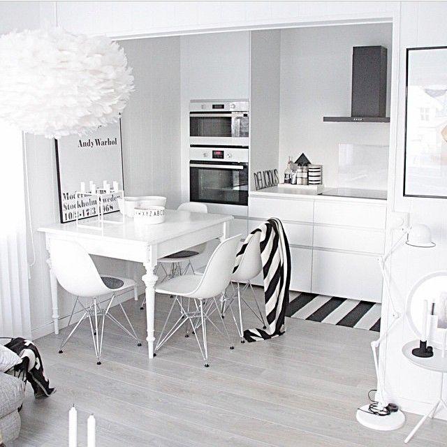 Valkoinen keittiö kyllä näyttää tosi hyvältä..