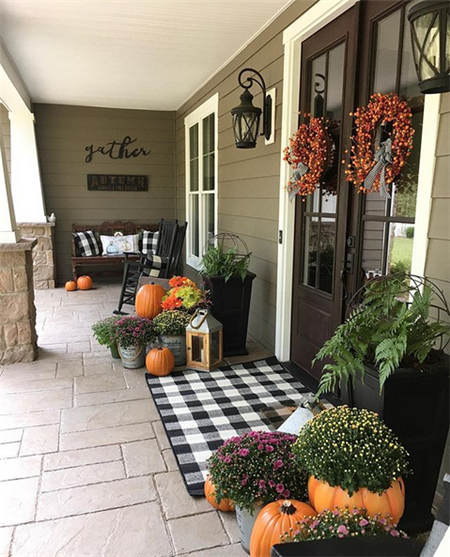 Easy And Cheap Fall Front Porch Decorating Ideas  #fallfrontporchdecor