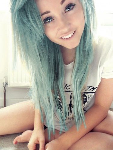Faded Pastel Blue Hair I Love The Hair But That Girl Needs To Put