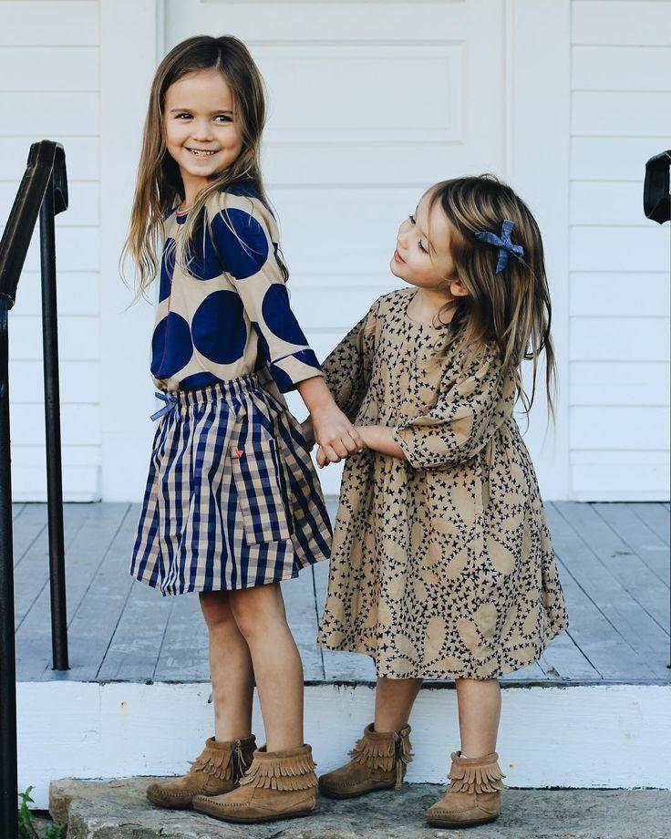 die süßesten kleinen Schwestern in den bezauberndsten Herbstoutfits von Pink C…