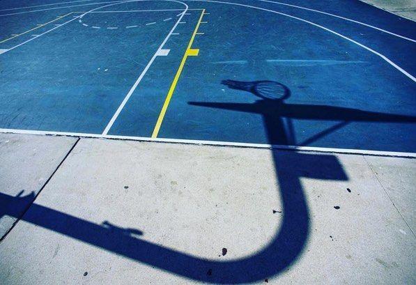 Venice Beach LA. // #k1x #parkauthority #nationofhoop #playhard #since93 #onecourtatatime #basketball #streetball #hoopdreams #shootinghoops #unlimitedballer #basketballgame #basketballislife // Photo by @shootinghoops by k1x