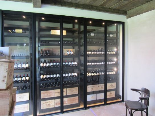 les tapes de r alisation d une armoire vin sliding wine cellars wine and armoires. Black Bedroom Furniture Sets. Home Design Ideas