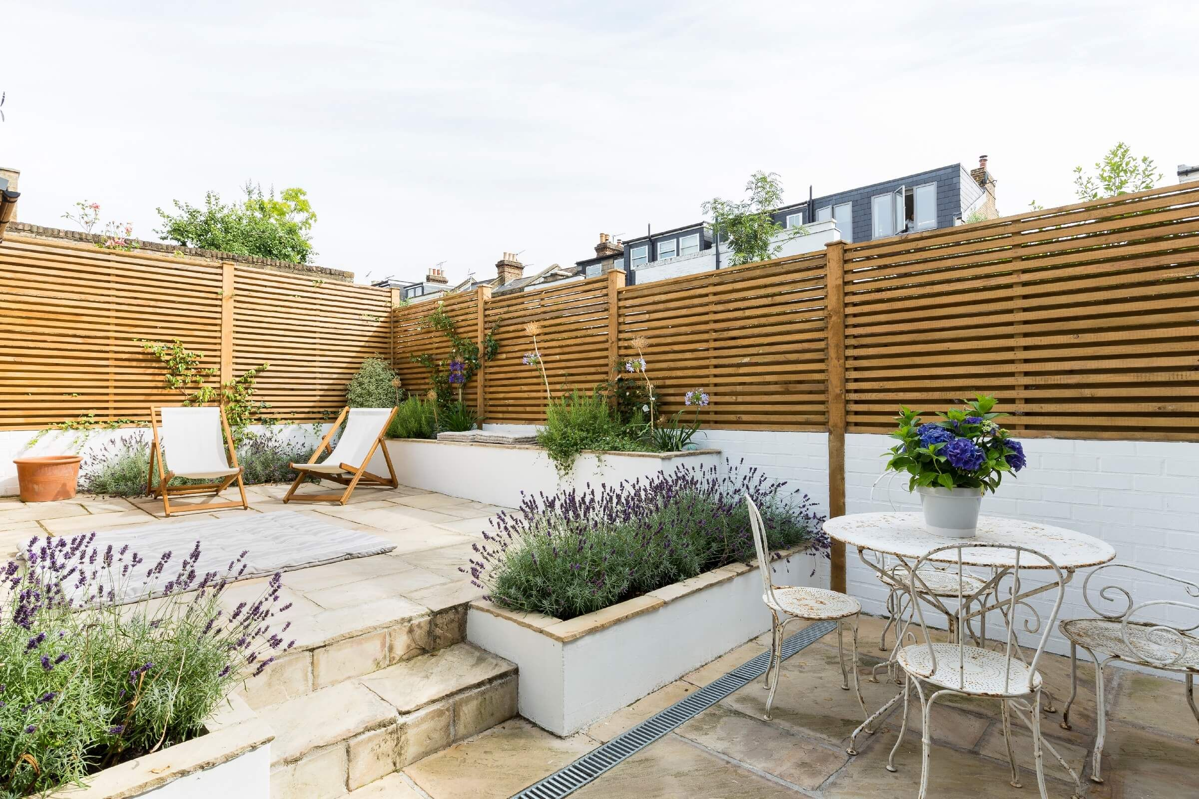 Outdoor Terrace With Wooden Fence With Lavender - Nonagonstyle