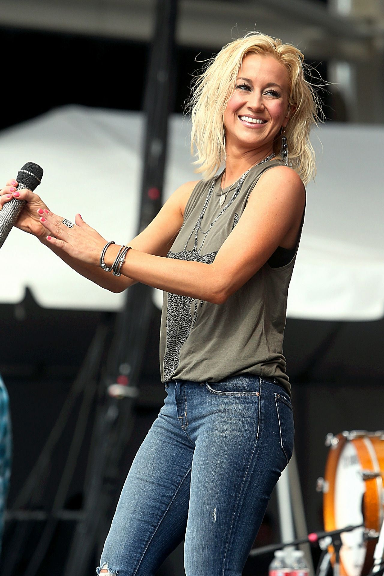 Kellie Pickler Play me some Country Music in 2019