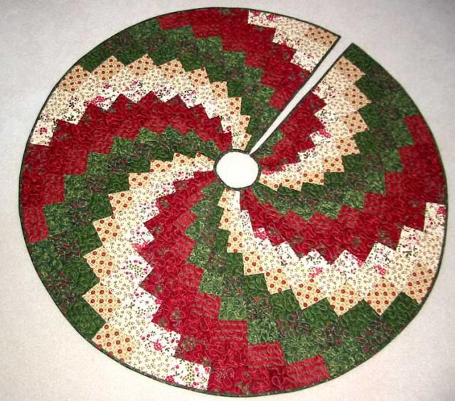 Quilted Christmas Tree Skirt Pinterest : Try My Christmas Quilt Patterns Tree skirts, Christmas tree and Green fabric