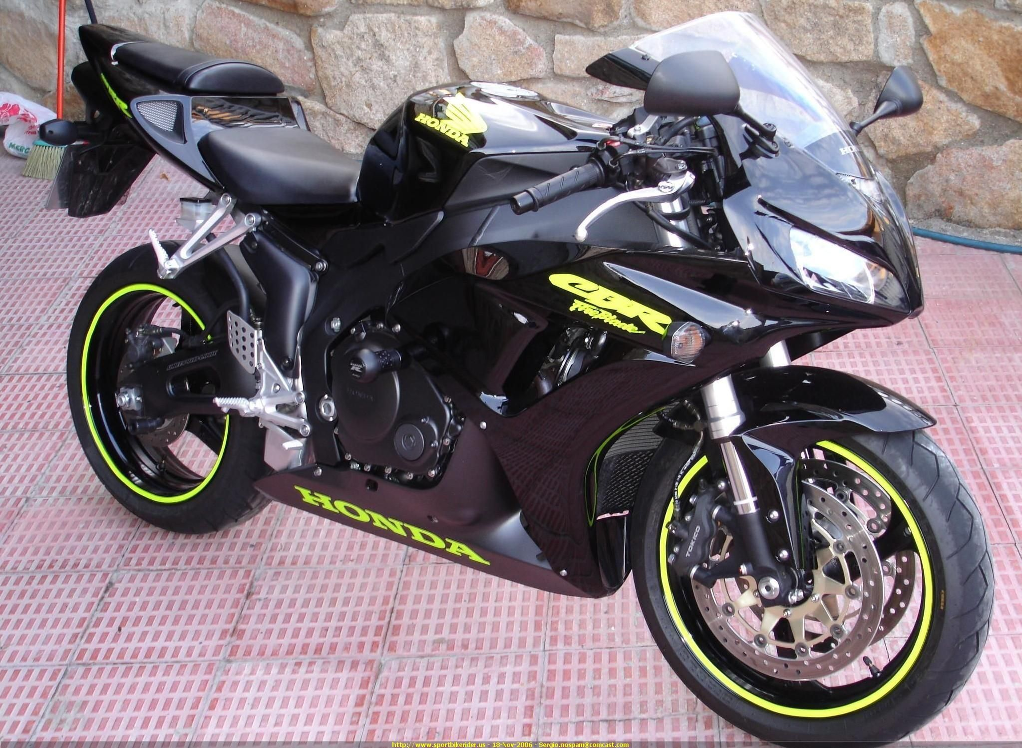 2006 honda cbr 1000 rr change the lime green to pink and i. Black Bedroom Furniture Sets. Home Design Ideas