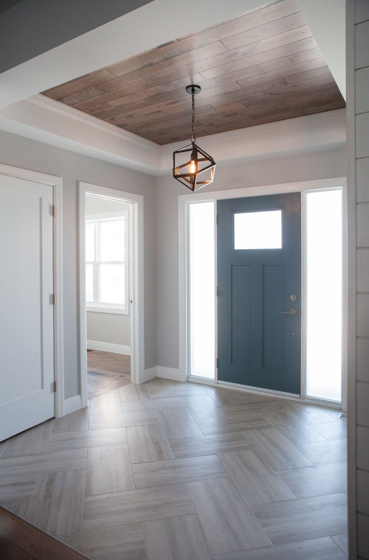Foyer Ceiling Zip : The front foyer of this home leaves a lasting first