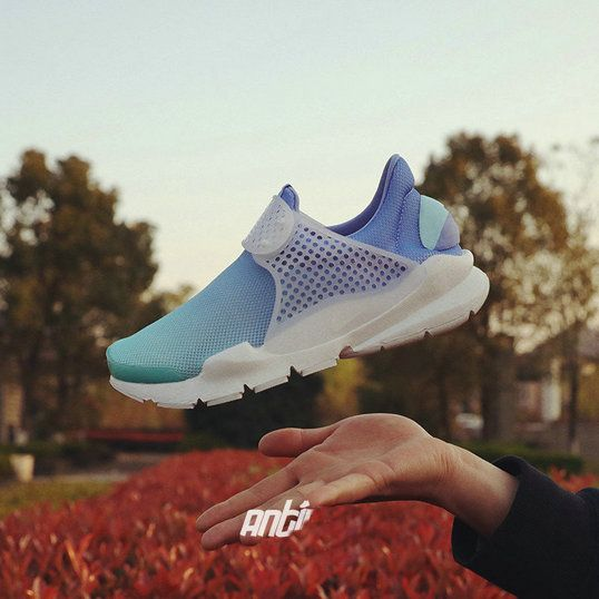 054559a0456f Free Shipping Only 69  Nike Sock Dart Breathe GS Gradient Blue ...