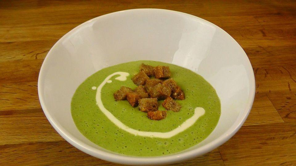 Grünkohlsuppe mit Croûtons