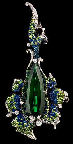 Jewellery Theatre Flowers collection Crassula Pendant, white gold, 1 tourmaline, diamonds, green diamonds and sapphires