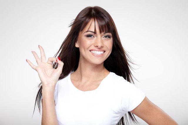 Tajomstvo žiarivo bieleho úsmevu: Kašlite na drahú chémiu, domáci recept z 2 surovín dokáže zázraky | Casprezeny.sk