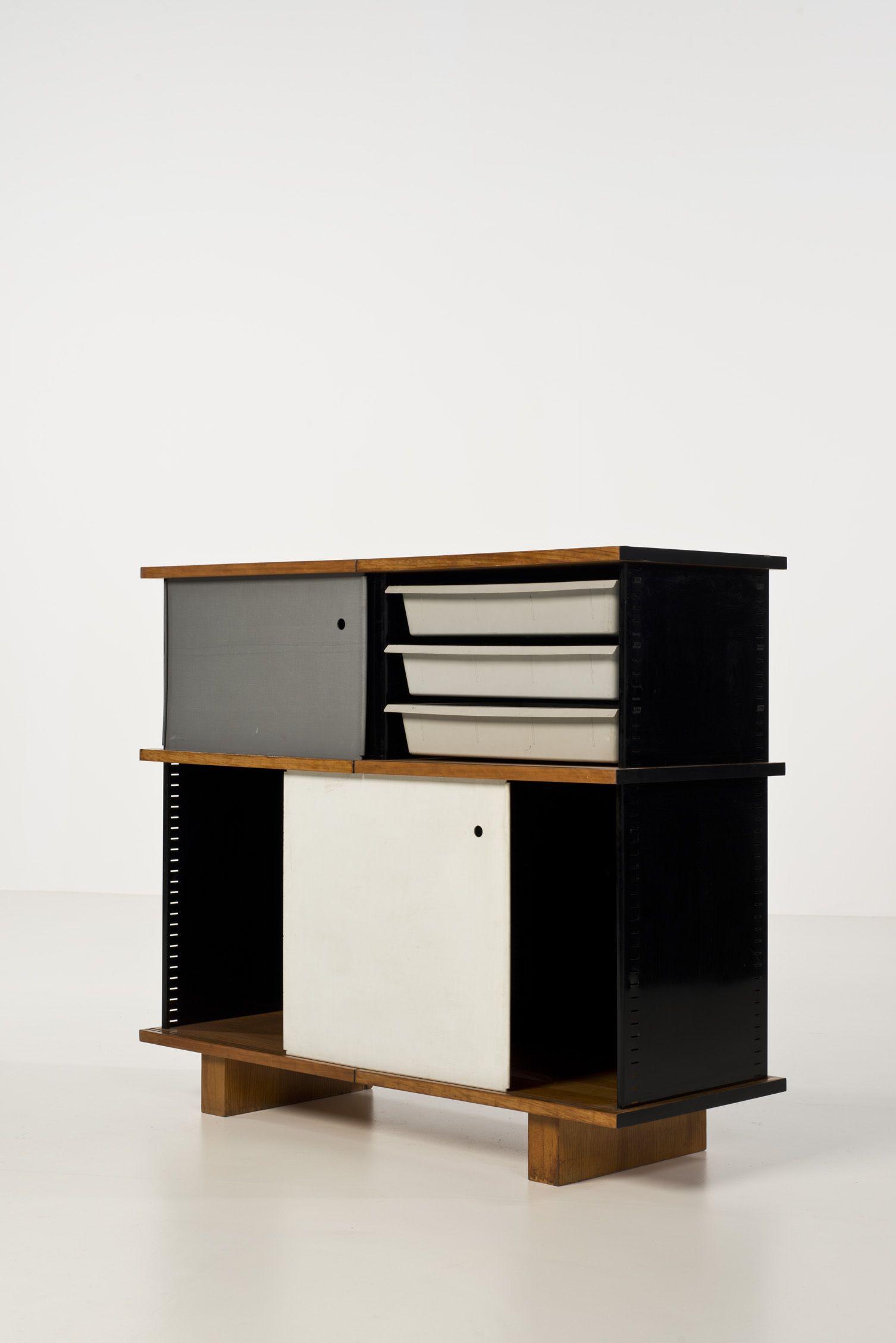 charlotte perriand 1903 1999 bahut deux caissons fr ne t le d acier laqu polyester. Black Bedroom Furniture Sets. Home Design Ideas