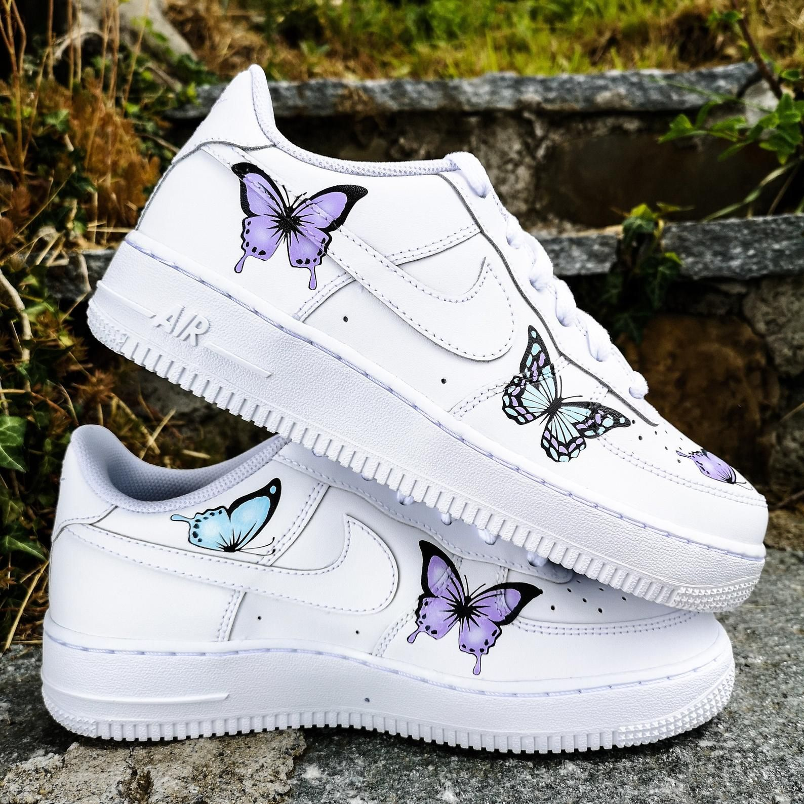 Personnalises Nike Air Force 1 Papillons In 2020 White Nike Shoes Nike Shoes Outfits Nike Air Shoes