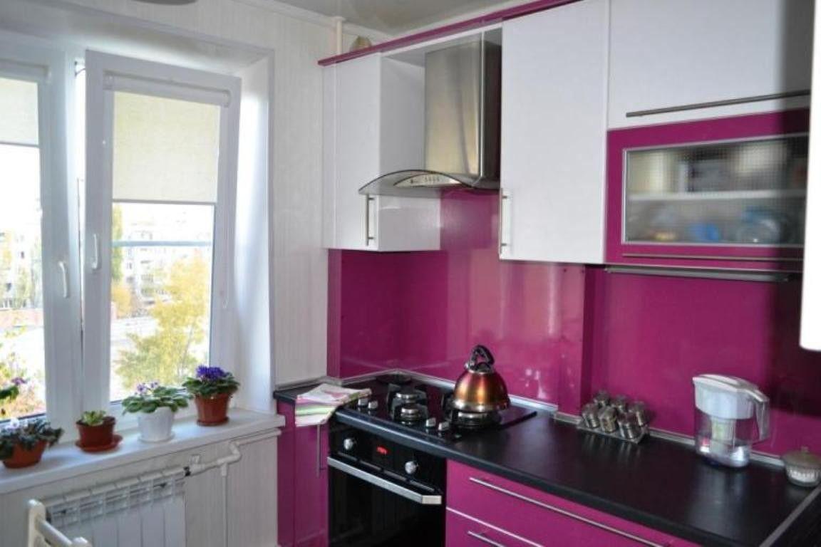 Дизайн кухни цвета фуксии