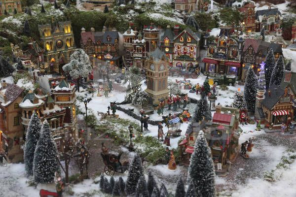 miniature village sidewalk how to le plus grand village. Black Bedroom Furniture Sets. Home Design Ideas