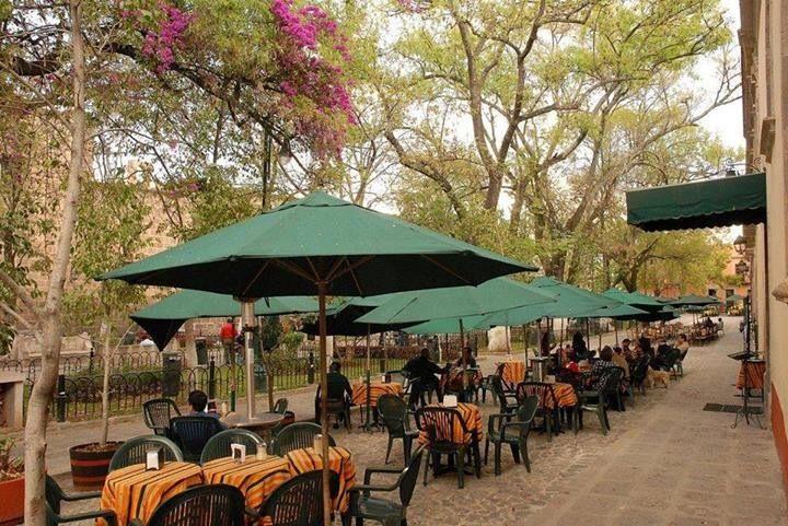 Plaza Las Rosas. En Morelia, Michoacán. Mexico   Morelia, México, Morelia  michoacán
