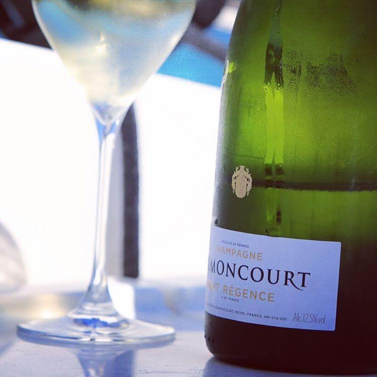 #brimoncourt #champagne #champagnepop #champagnelife #popchampagne #champagnetime #champagnelifestyle #champagneglass #champagnelover #champagnelovers #break #bubbles #behappy #drinks #drink #wine