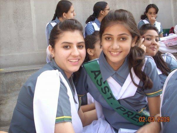 Desi Indian Teenage School Girls In Group Photos