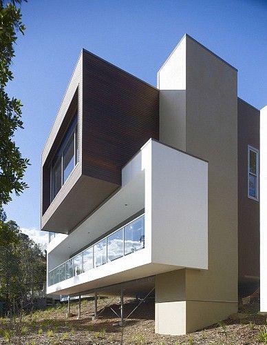Elandra Beach House in Bundeena, NSW, Australia; designed by Tony