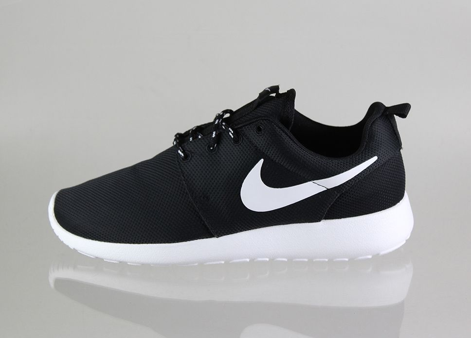 roshes nike black and white air