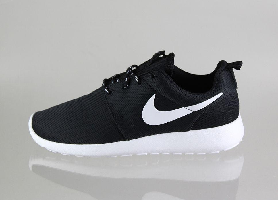 6ecae8eb708d Nike wmns Roshe Run (black   white - volt)   I neeeeeeed!