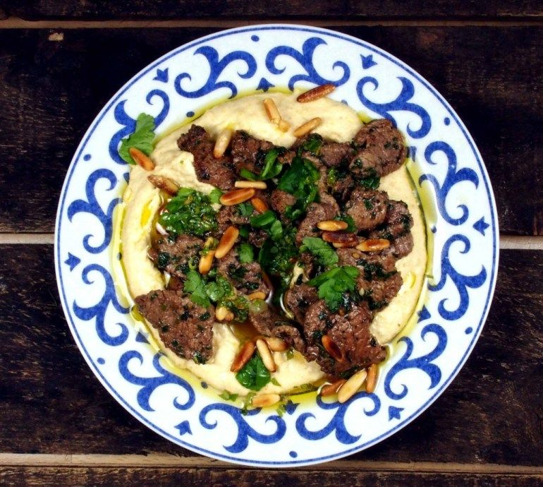 Lamm mit Hummus und Petersilien-Zitronensauce (Hummus Kawarma)   Köstliche Welt