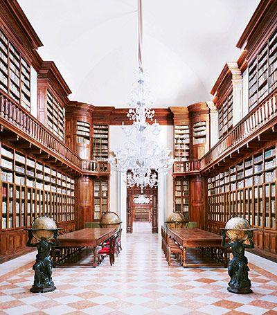 Italian Theatres, Candida Hofer  Biblioteca Teresiana Mantova