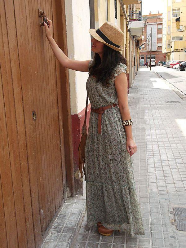 Bohemio Vestido Largo Verde Menta Marrón Zuecos Con Tachuelas Bolso De Piel Marrón Con Flecos Sombrero Panamá Bohemian Mint Maxi Dress Fashion Boho Chic