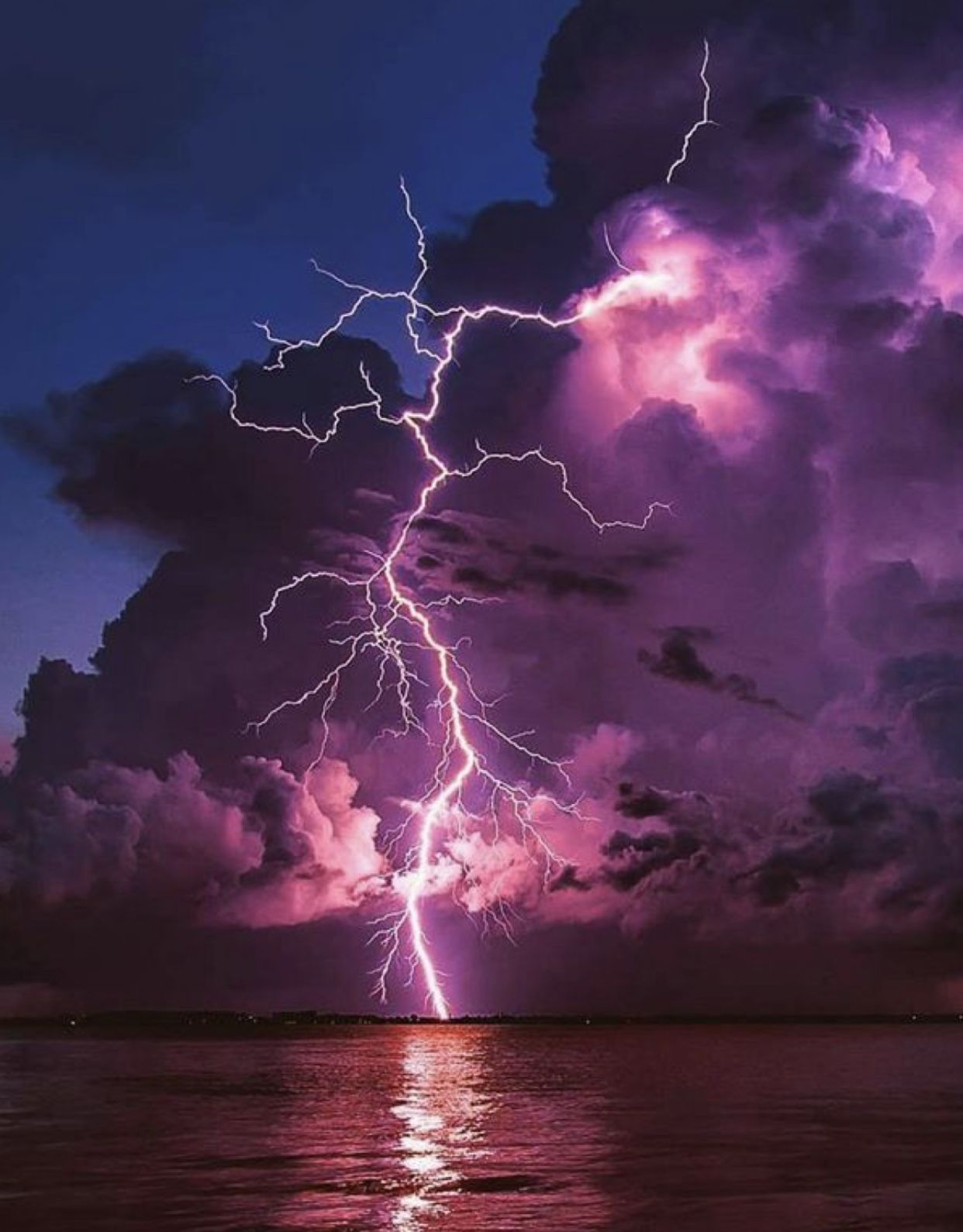 Pin By Carman Johnson On Nature Lightning Photography Storm Wallpaper Storm Art