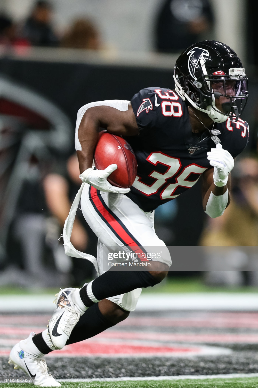 Kenjon Barner Of The Atlanta Falcons Rushes During The First Half Of Atlanta Falcons Atlanta Falcons Football Falcons