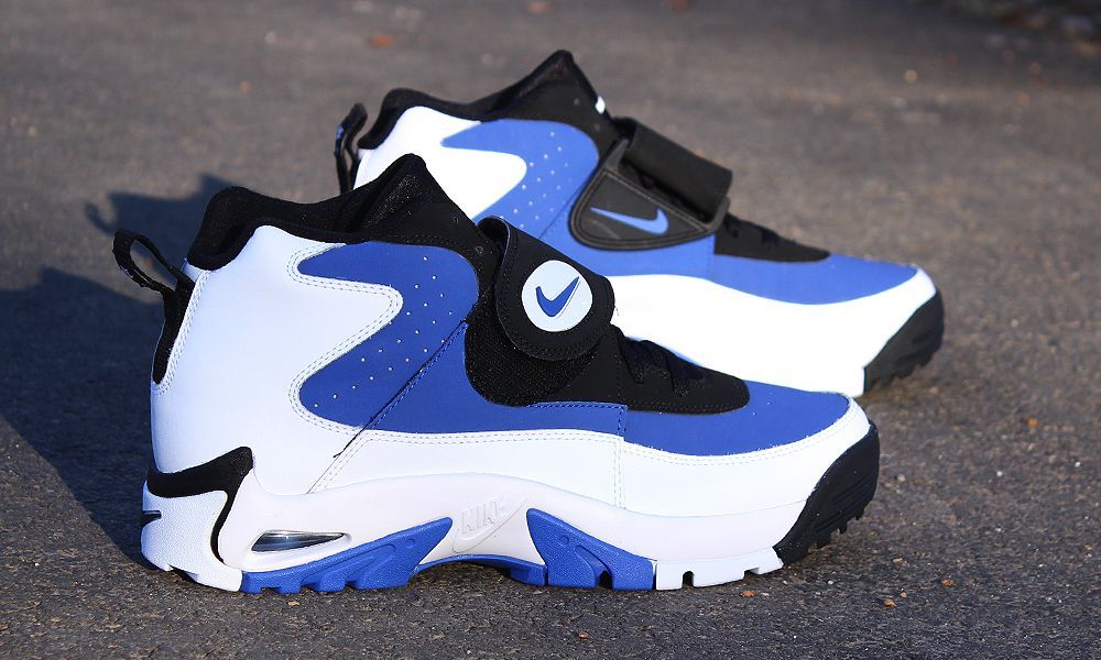 check out fe545 e5c19 Nike air mission worn by Junior Seau. Chaussure, Nike Rétro, Baskets Nike,