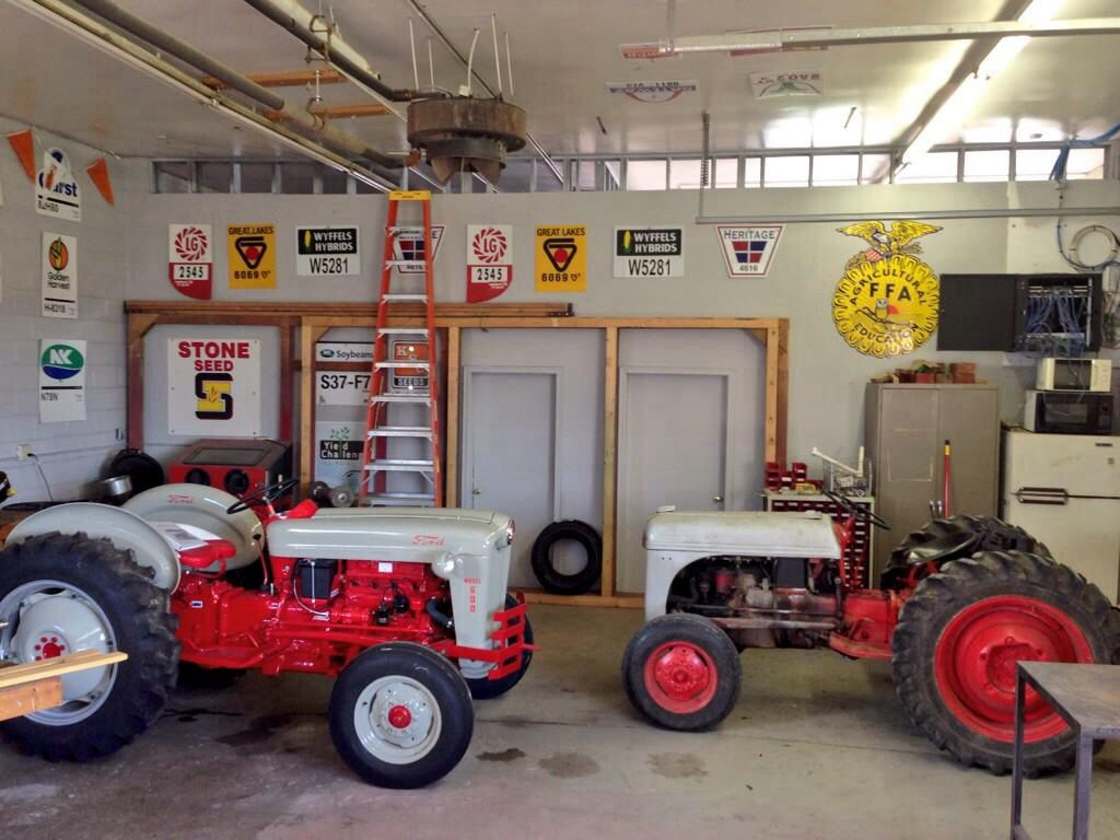 Tractor Restoration Projects : Tractor restoration project for the ag mechanics class