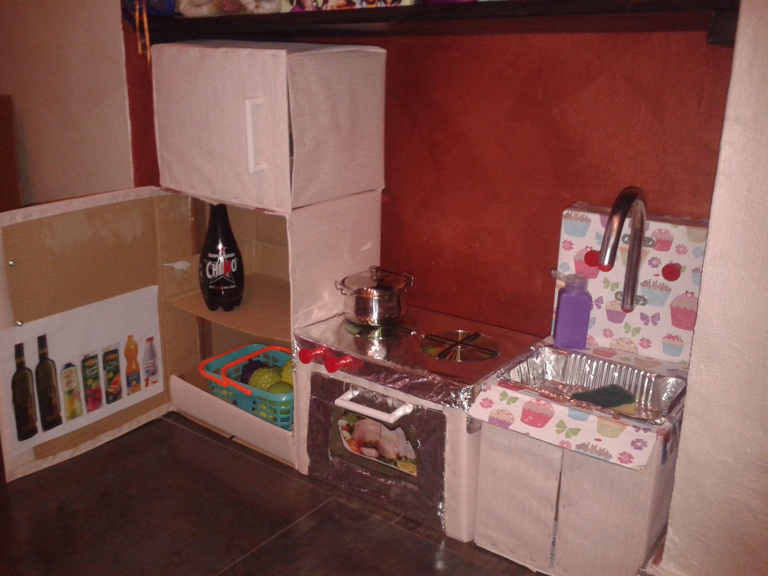 Giochi per bambini fai da te e riciclo creativo: cucina di cartone ...
