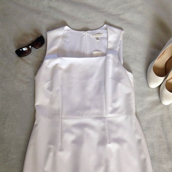 Banana Republic White Sheath Dress Hello ladies, if you have sexy curves and aren't afraid to show them this is the perfect summer dress. This Banana Republic stretch dress is great for the office or weekend afternoon event. Never worn but there is one small mark on front and snag in back. Banana Republic Dresses Midi