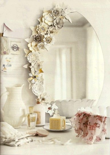 Ne esistono alcuni in cui si fondono estetica e tradizione: Specchi Decorati Fai Da Te Fiori Sullo Specchio Diy Dorm Decor Flower Mirror Decor