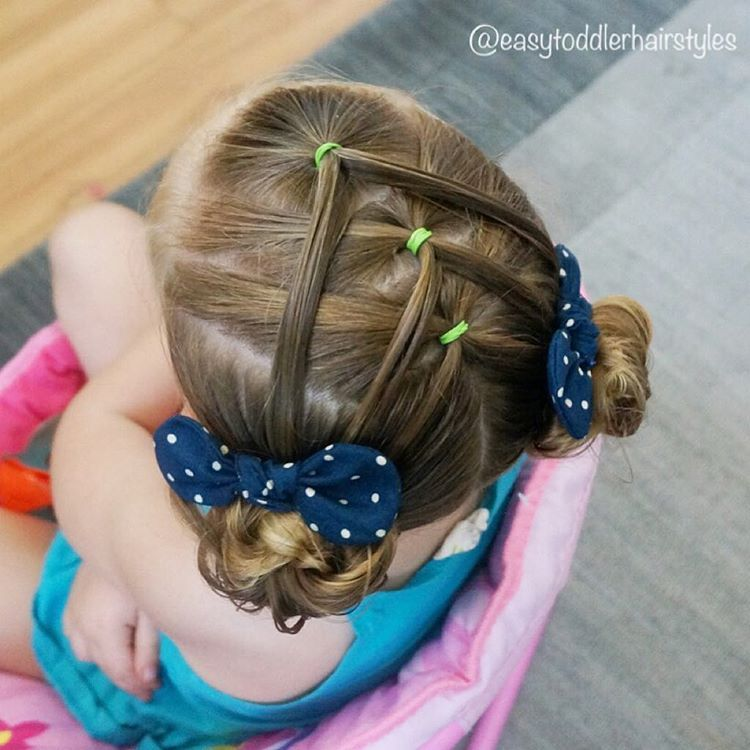 "291 curtidas, 13 comentários - Tiffany ❤️ Hair For Toddlers (@easytoddlerhairstyles) no Instagram: ""Fun style with split ponies. I started with one front pony. Then I sectioned two other ponies…"""