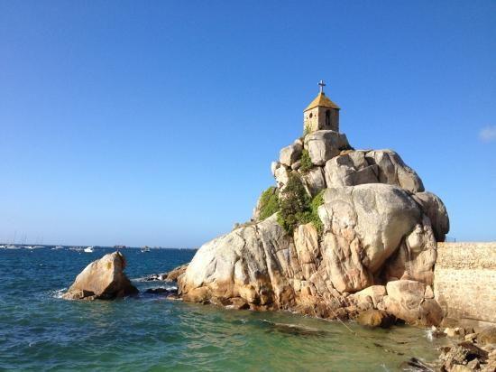 Penvenan france rocher port blanc kapelletje op de rotsen van port blanc prachtige lange - Meteo port blanc bretagne ...