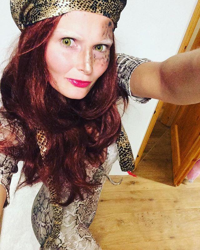 Schlangen Kostüm selber machen | maskerix.de | Schlangen