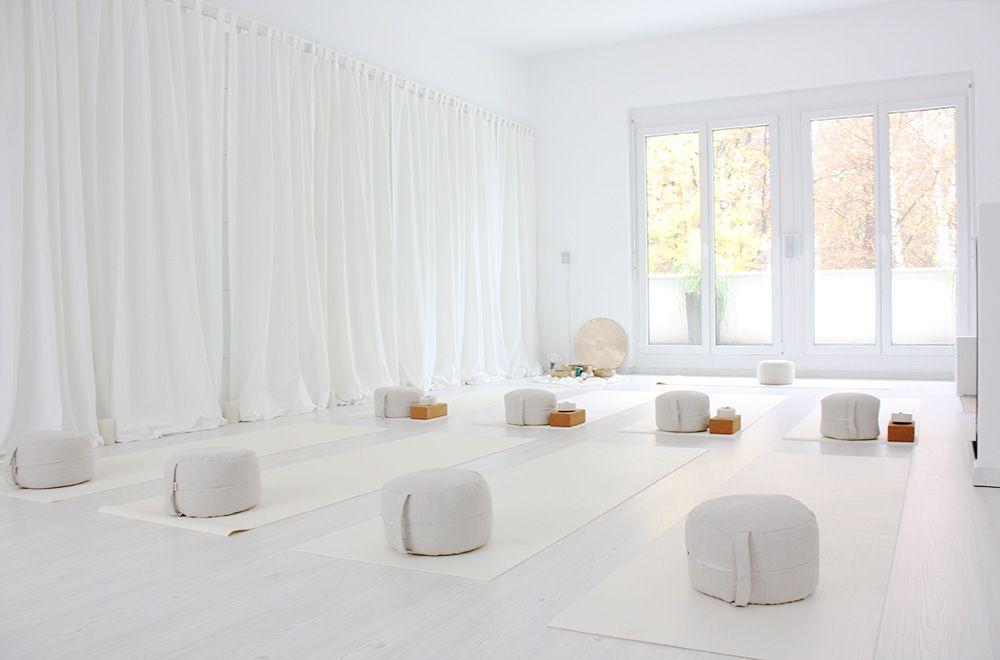 Yoga pilates meditation nlp im white room yoga studio - Yoga meditation room ideas ...