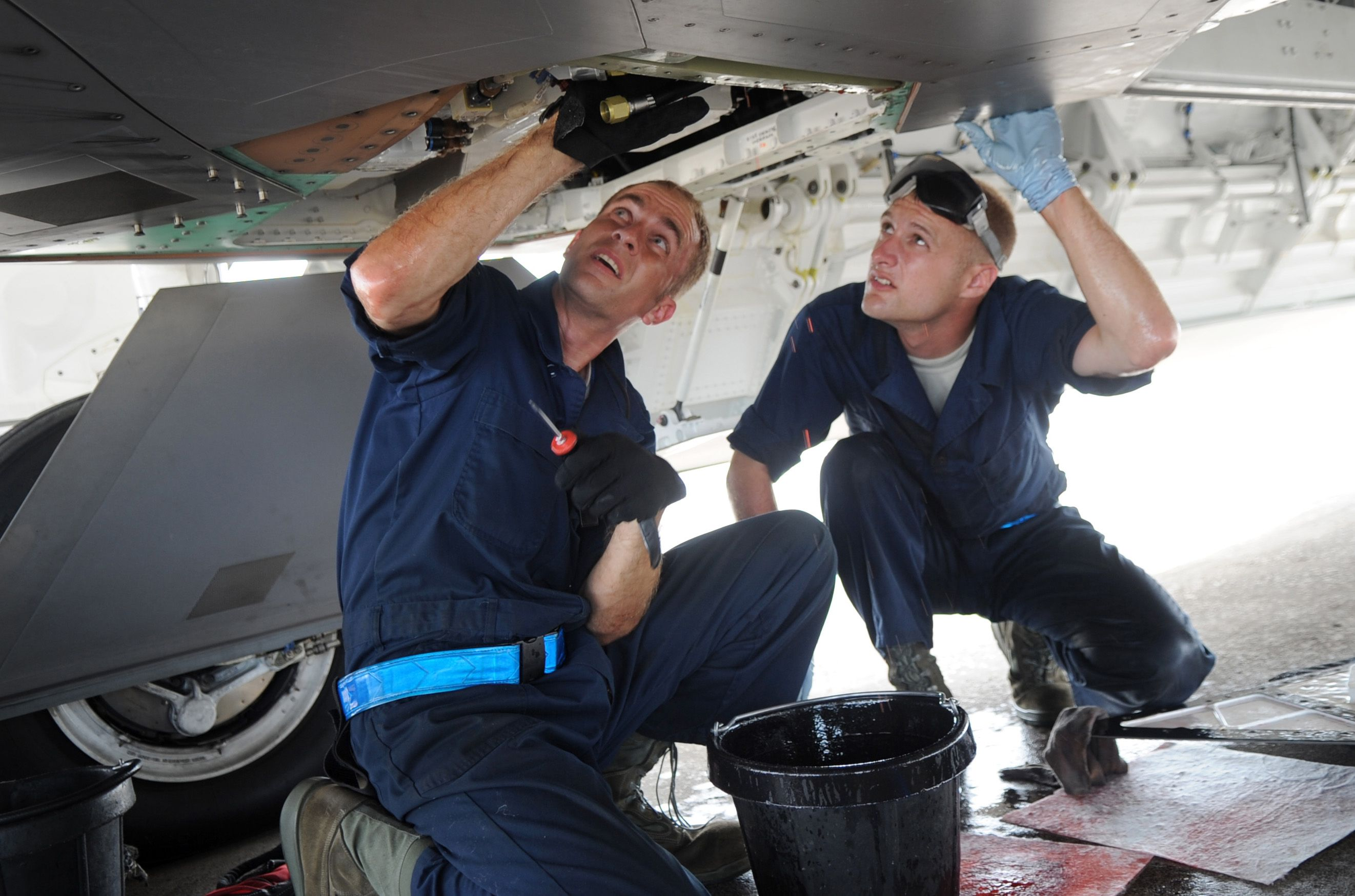 Aircraft Maintenance Technicians Keep Aircraft Of Various Sizes And Types In Excellent Worki Aircraft Maintenance Mechanic Jobs Aircraft Maintenance Technology