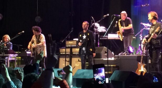 Bogotá vibró al compás de Ringo Starr, el único Beatle vivo que le faltaba ver www.vivalaradiotelevision.com