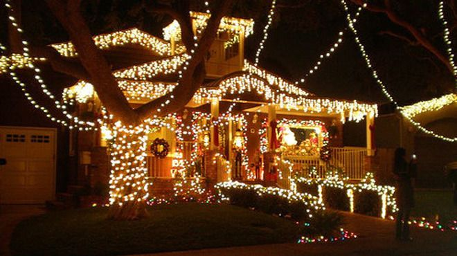 Find Out Where To See Christmas Lights In L A This Year Holiday Lights Display Christmas Lights Holiday Lights