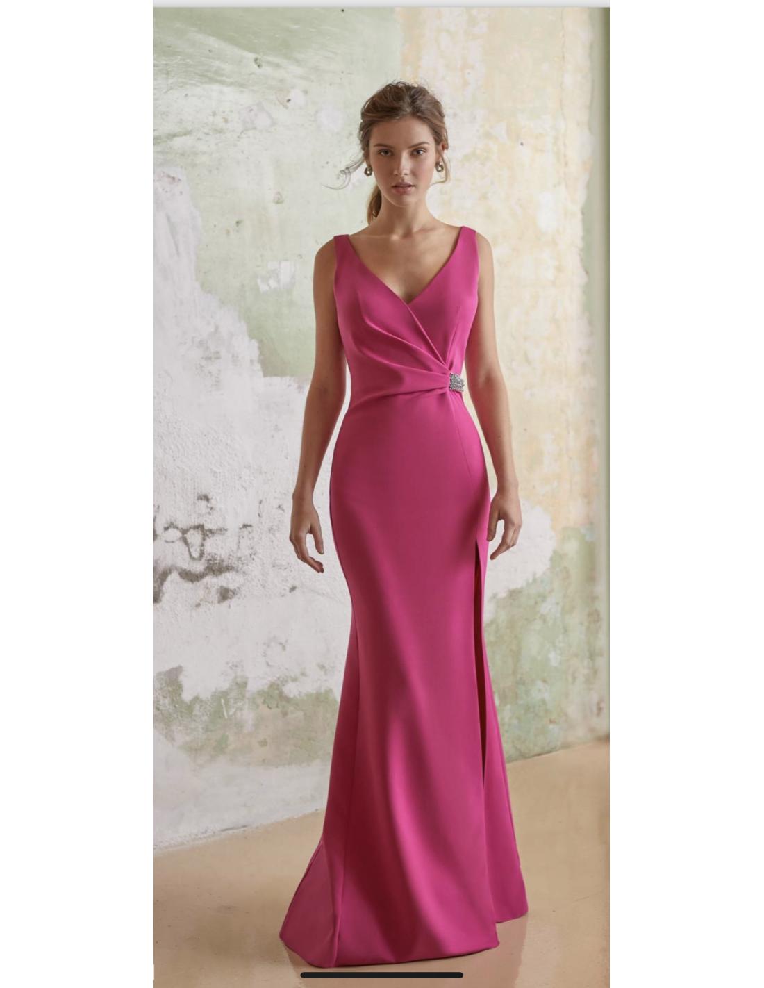 8c8b13306 Vestido Andrea - Precioso vestido en corte sirena y abertura lateral. Lleva  escote en V