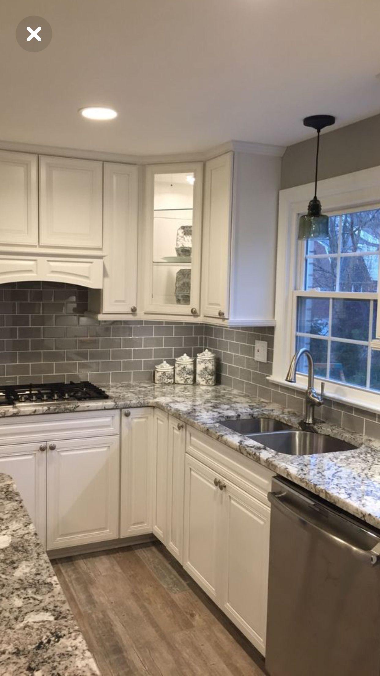 Vent Lit Cabinet Grey Tile And Paint Love It All Cocinas De Casa Cocinas Cocinas Pequenas