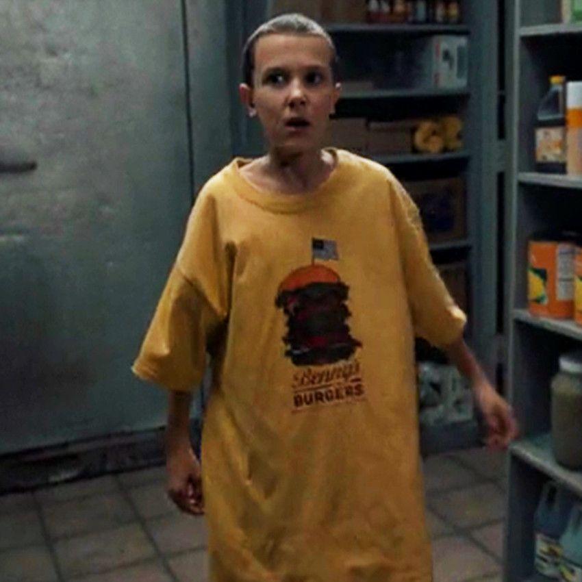 """Camiseta Benny's Burger, usada por eleven (Millie Bobby Brown) em """"Stranger Things""""."""