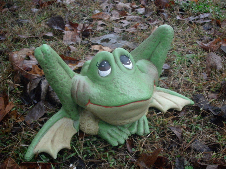 Outdoor garden statue Ceramic Frog google eyed frog gifts