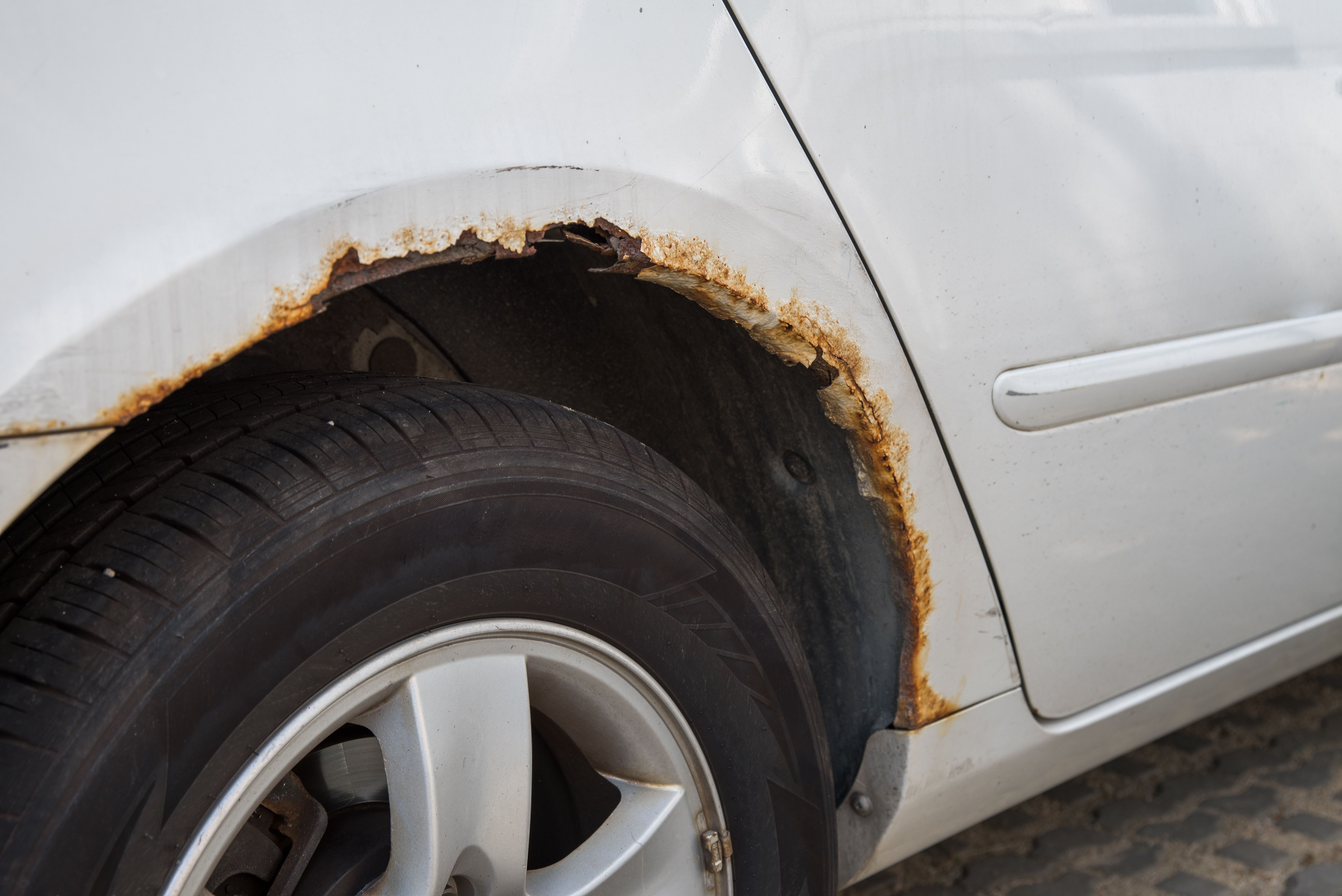 How to remove surface rust from car paint