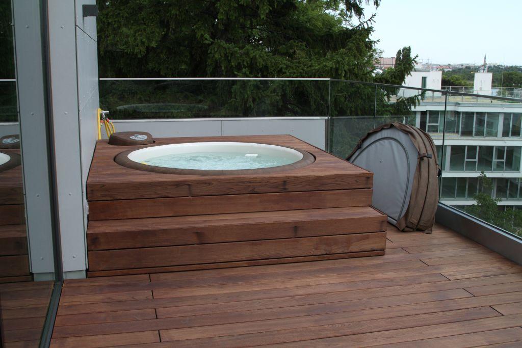 Popular Wellness Whirlpool Sauna Pool B der Ausstellung M nster