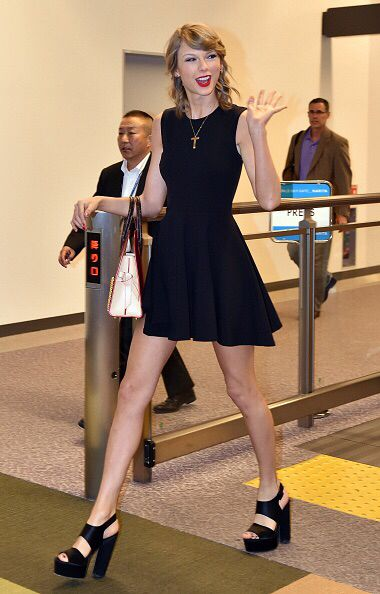Taylor Swift arriving in Japan for the first show of the 1989 Tour