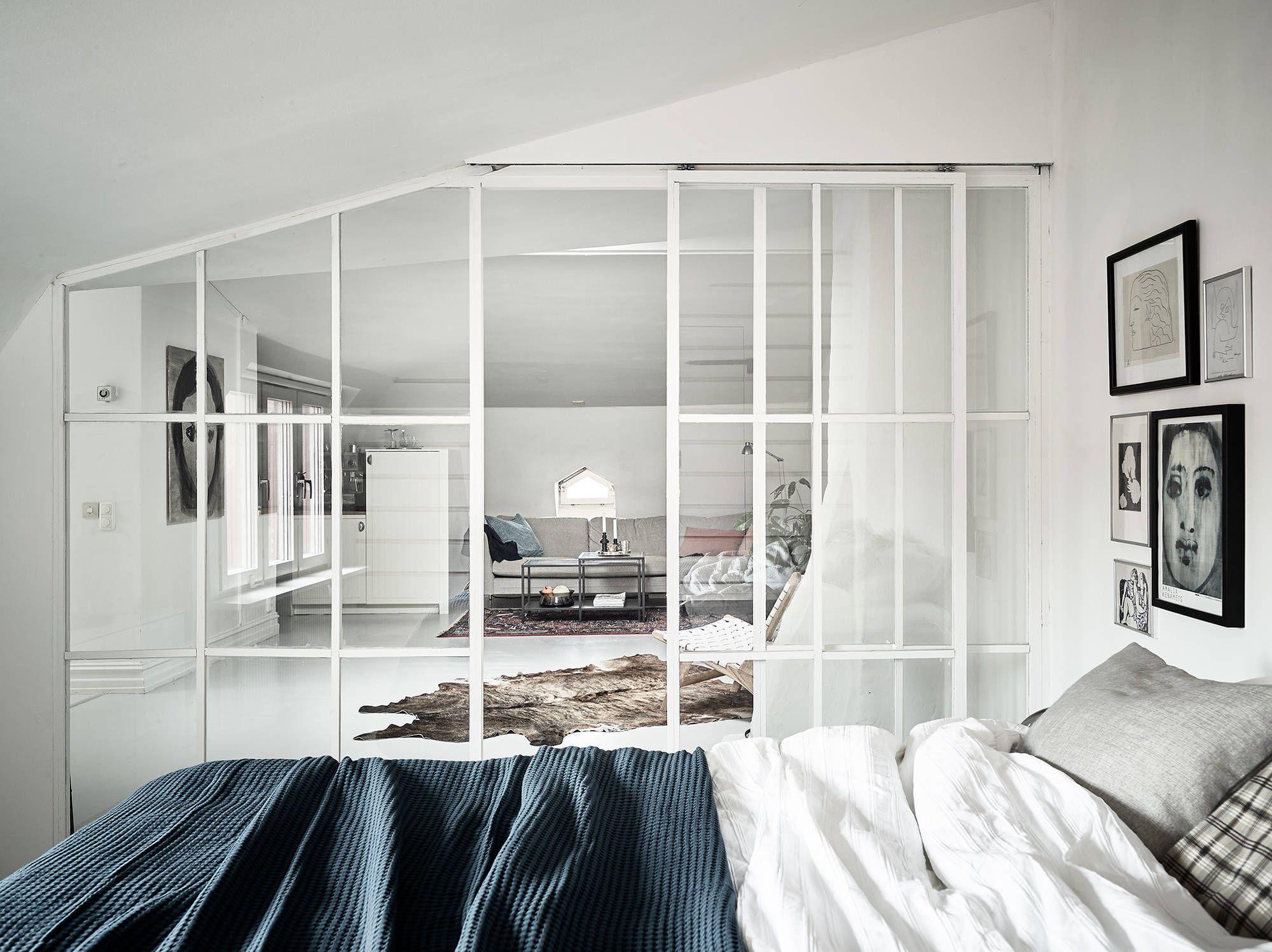 Scheidingswand Voor Slaapkamer : Stoer en zacht tegelijk: een witte industriële scheidingswand
